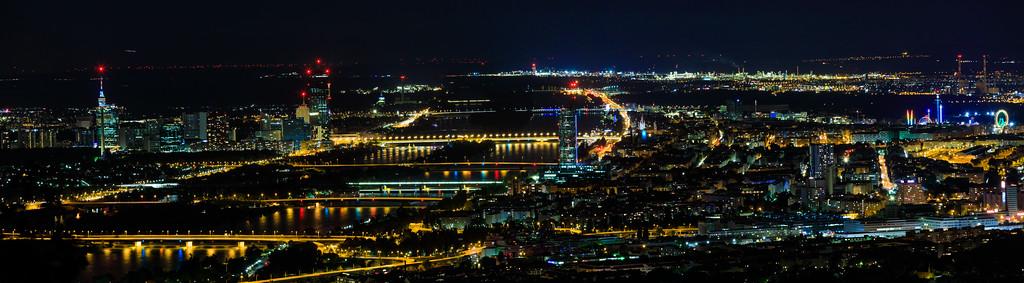 Donau, Zwischenbrücken, Donauinsel, Prater bei Nacht vom Kahlenberg aus