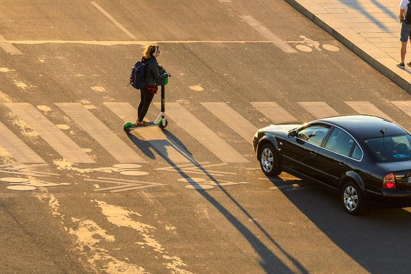 E-Scooter im Gegenlicht, Lyon