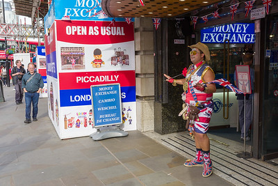 Lodnon Souvenirs at Piccadilly / Coventry Street