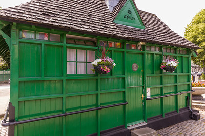 Warwick Ave Cabmen's Shelter