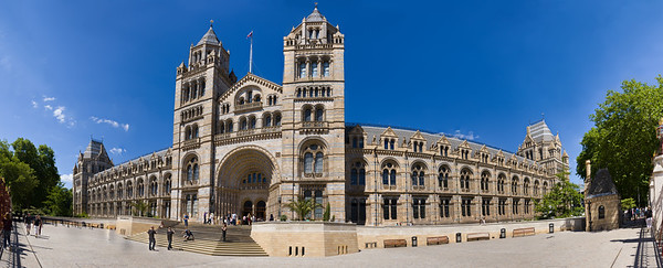 Panorama of the fassade of the Natural History Museum, London