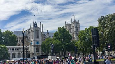 Anti-Brexit-Demo, Churchill statue, Parliament Square, London
