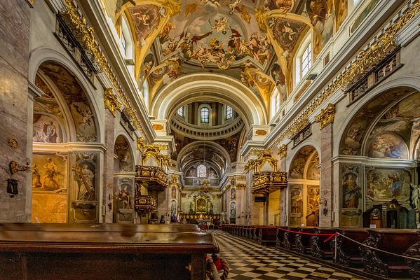 Spaziergang in Ljubliana: Im Innern der St. Nikolaus Kathedrale