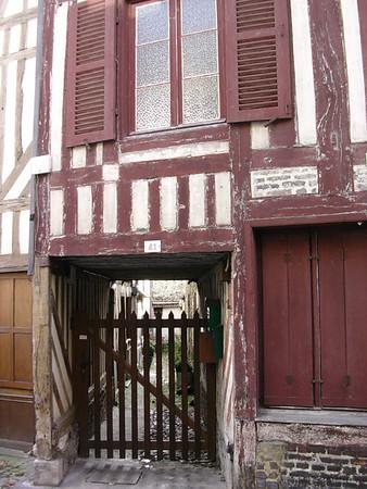 Reisverkshus og treport i rue des Capucins (Foto: Ståle)