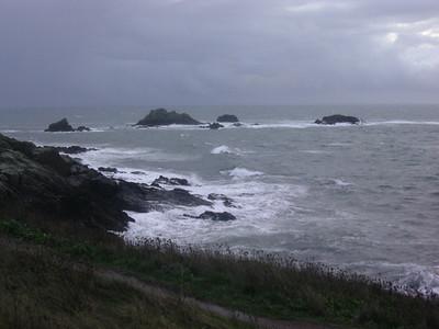 Klipper og hav ved Pointe St Mathieu (Foto: Ståle)