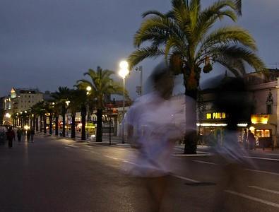Kveldsjoggere på Quai des Etats Unis (Foto: Ståle)