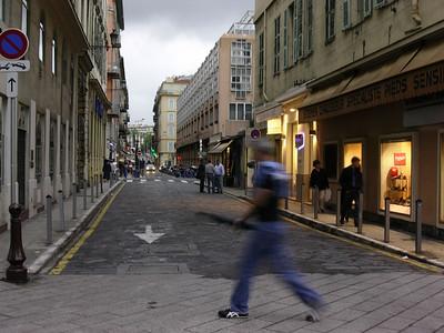 Kveldstrimmer i Rue Alexandre (Foto: Ståle)