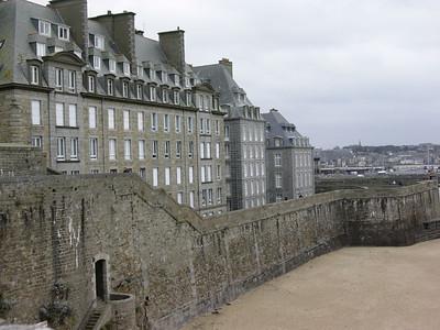 Murhus og vestre bymur (Foto: Ståle)