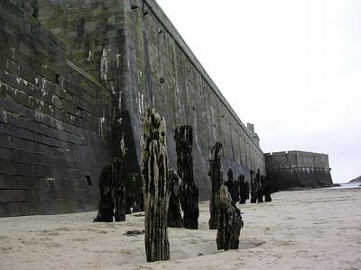 Bølgebrytere ved bymuren (Foto: Ståle)