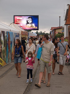 Also a kind of sign board. Lés Miserables follows the crowd. (Foto: Geir)