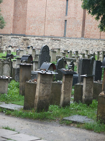 One of two Jewish cemeteries in Kazimierz. This is the one in use now. (Foto: Geir)