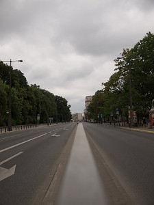 Wide boulevards are the name of modern Warsaw. They are many, and they are wide. (Foto: Geir)