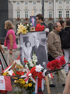 Last year it was Michael Jackson, this year President Lech Kaczynski and his wife. who died in that plane accident in Smolensk. Mourners were still gathered outside the Presidential residence in the middle of Warsaw, not far from the Old Town, Stare Miastro as they are called in Polish. (Foto: Geir)