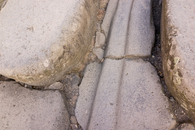 Pompeii. Grooves from chariot wheels in road.