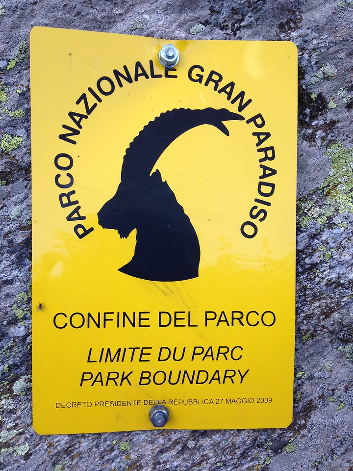These signs delineate the edge of the national park.  According to google, this park (in Italy) and the corresponding national park in France together form the largest protected area in Europe.