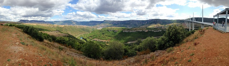 The view over the Millau valley and the viaduct.