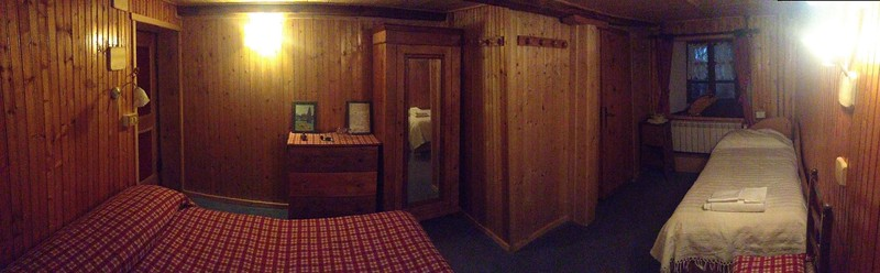 Claire kindly booked us a room in Hotel Del Lago for the week. The hotel seems nice, cosy room but very low ceilings!