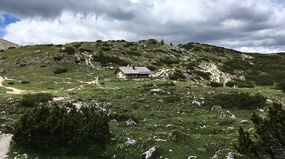 Lovely rifugios here and there with food and snack offerings