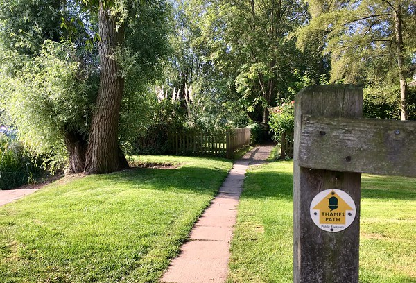 Starting our Thames Path from Wallingford to Reading