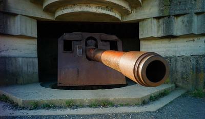 150mm gun at the Longues-sur-Mer artillery battery.