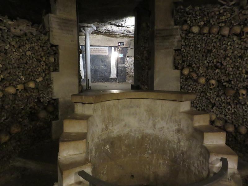 474 - Paris-Catacombs - Fountain-Of-The-Samaritan-Woman