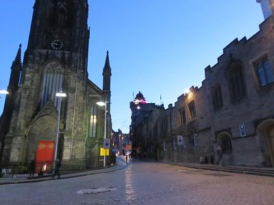 0027 - Edinburgh - Looking West on Royal Mile
