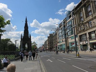 0010 - Edinburgh - Princes Street and Scott Memorial