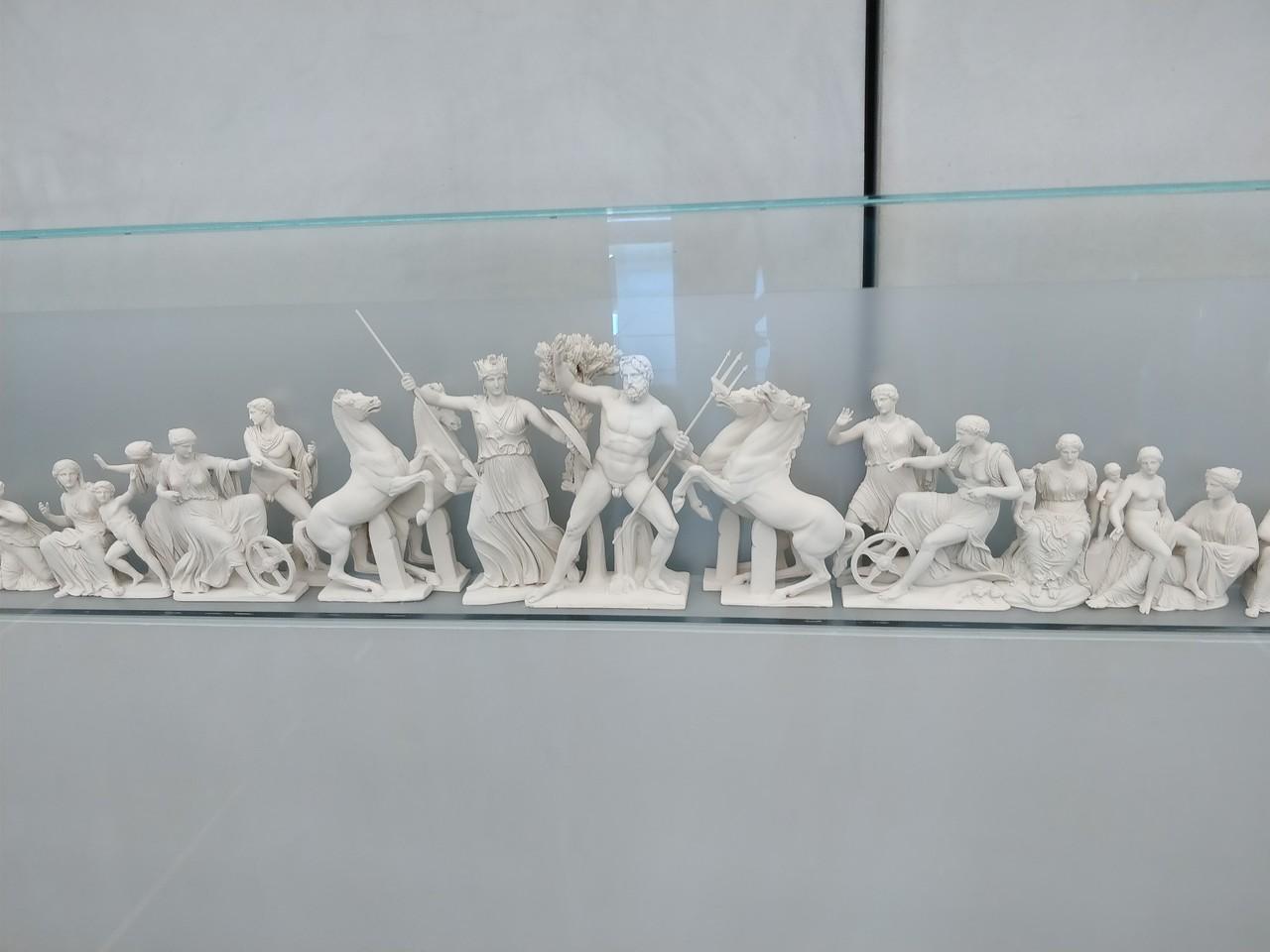 056 - Acropolis Museum - Model of Parthenon Pediment