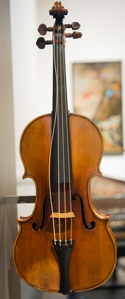 Strad voilin at the V and A.  Clearly needs a tuning & some playing!