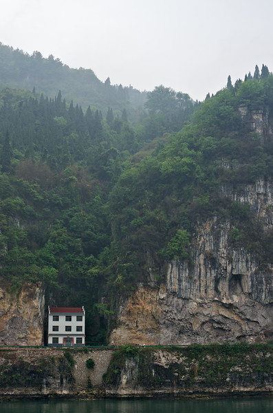 House on Xiling Gorge