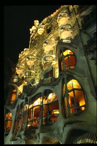 Casa Batllo facade (1) -- night