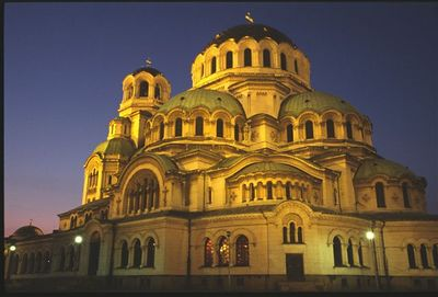 Alexander Nevski Cathedral illuminated (1)