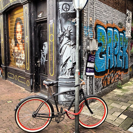 Bicycle and Lady Liberty, Amsterdam aesthetic