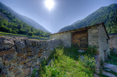 Stone house in the midst of lush greenery and mountains - Andorra