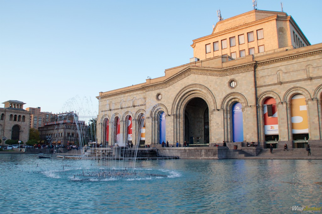 armenia travel blog fountain