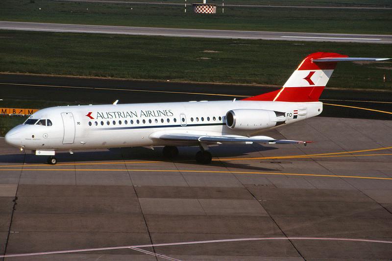 OE-LFO Fokker 70 c/n 11559 Dusseldorf/EDDL/DUS 19-05-98 (35mm slide)