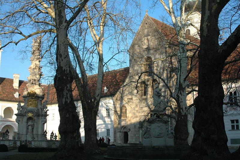 Stift Helilgenkreuz (12-13C)
