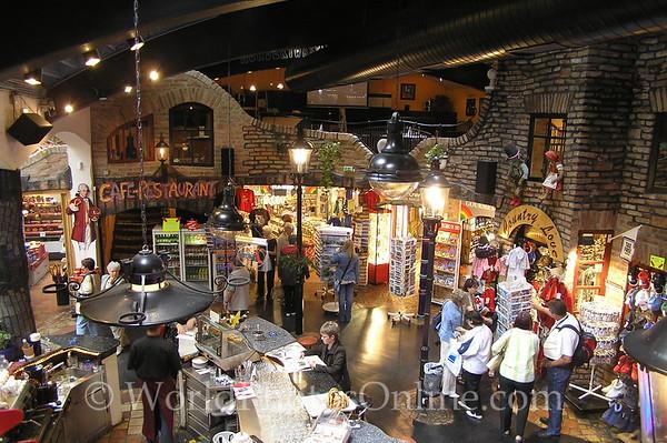 Vienna - Hunderwasser Bar & Shops