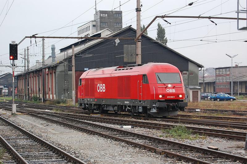 2016 082 at Wien (Vienna) Sudbahnhof, Austria on the 5th October 2007.