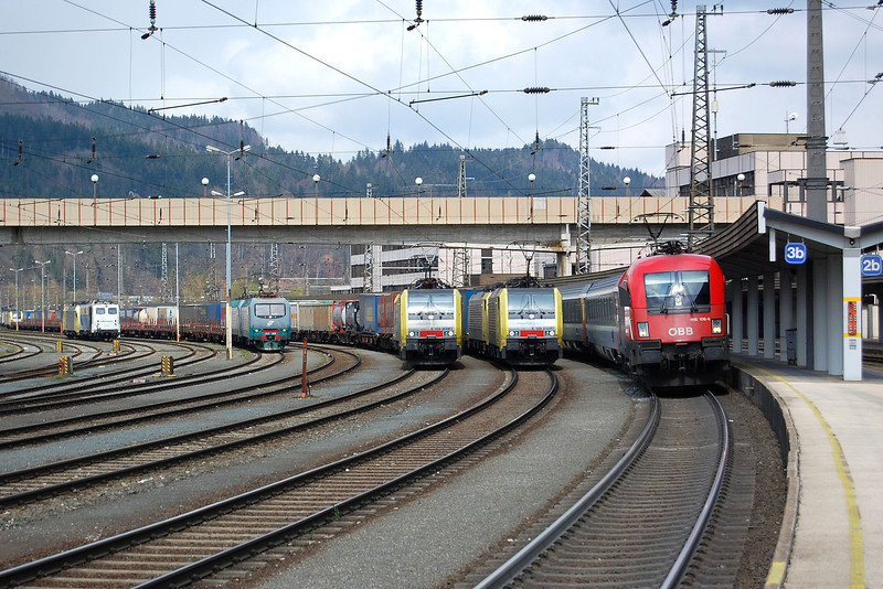 1116106 and verious Dispolok locos at Kufstien.