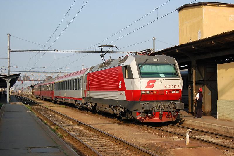 1014 012 at Breclav having taken over a Brno-Vienna service.
