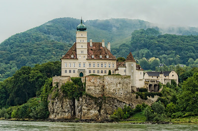 Schoenbuhel Castle