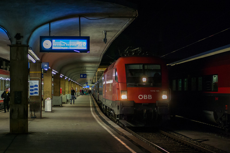 1116 195 at the head of the night train to Warsaw at Wien (Vienna) Westbahnhof on the 20th April 2014.