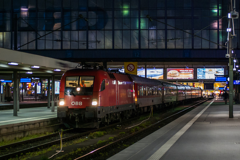1116 087 waits at München (Munich) Hbf at the head of the night train to Roma on the 20th April 2014.