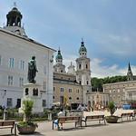 Salzbourg - Mozartplatz avec la statue de Mozart