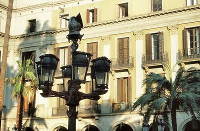 Plaça Reial - Les lampadaires de Gaudí