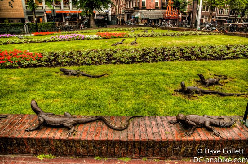 Lizard statues (HDR)