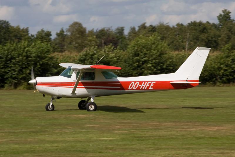 OO-HFE Reims-Cessna F.152 c/n 1877 Hasselt-Kiewit/EBZH 29-08-09