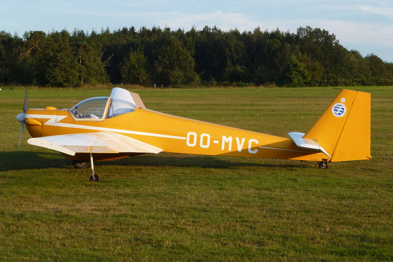 OO-MVC Scheibe SF-25C Falke 1700 c/n 44287 Verviers-Theux/EBTX 16-09-12