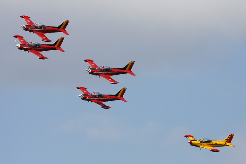 "ST-22 SIAI-Marchetti SF-260M+ ""Belgian Air Component"" c/n 10-22 Namur/EBNM 02-09-17 ""In formation, Belgian Red Devils"""